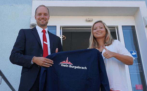 Auf dem Bild:  Markus Baier (Geschäftsstellenleiter Burgebrach) und Marion Fleischmann (Kundenbetreuung Marketing)