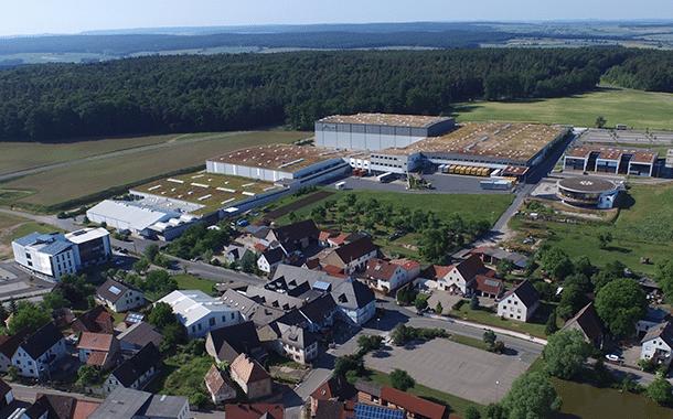 Luftaufnahme von den Gebäuden des Musikhauses Thomann in Treppendorf