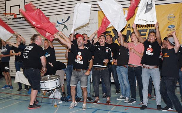 Die mitgereisten Burgebracher Ringerfans jubelten nach dem 21:12 Sieg des TSV Burgebrach beim ASV Hof. Sie unterstützen die TSV Ringer hervorragend.