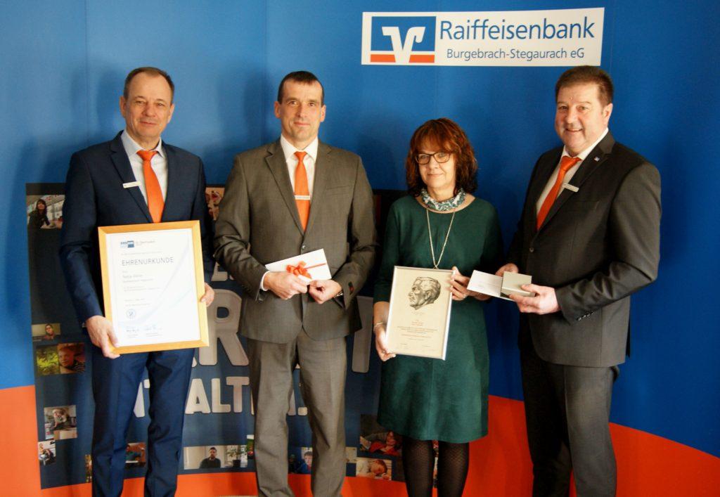 Raiffeisenbank Burgebrach-Stegaurach eG: Glückwünsche zum Dienstjubiläum