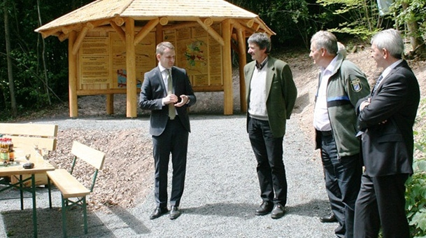 Neuer Info-Pavillon am Eingang des Staatswaldes Hahn